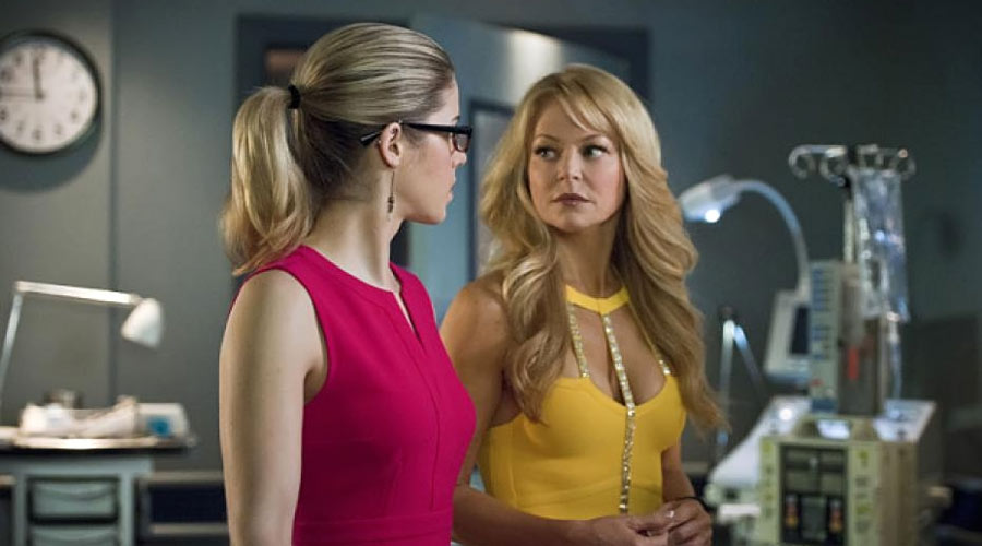 Donna y Felicity Smoak en Arrow